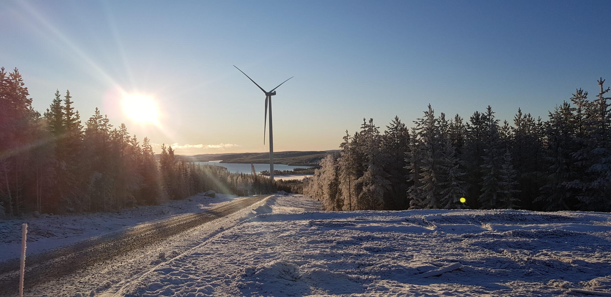 Första vindkraftverket producerar förnybar el
